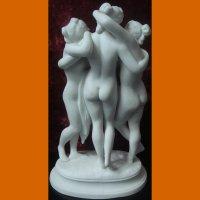 "Скульптура ""Три грации"""