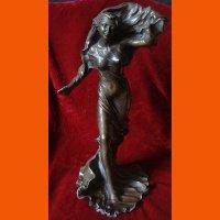 """Скульптура """"Девушка - ветер"""""""