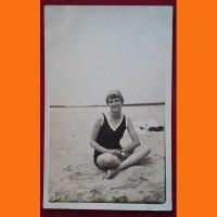 Открытка Девушка на пляже