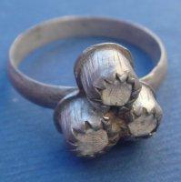Перстень серебряный с камнями .