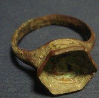 Перстень .