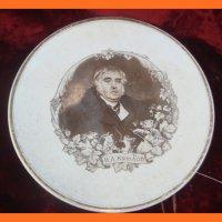 Настенная тарелка с портретом И . Крылова и сюжетами на тему басен автора